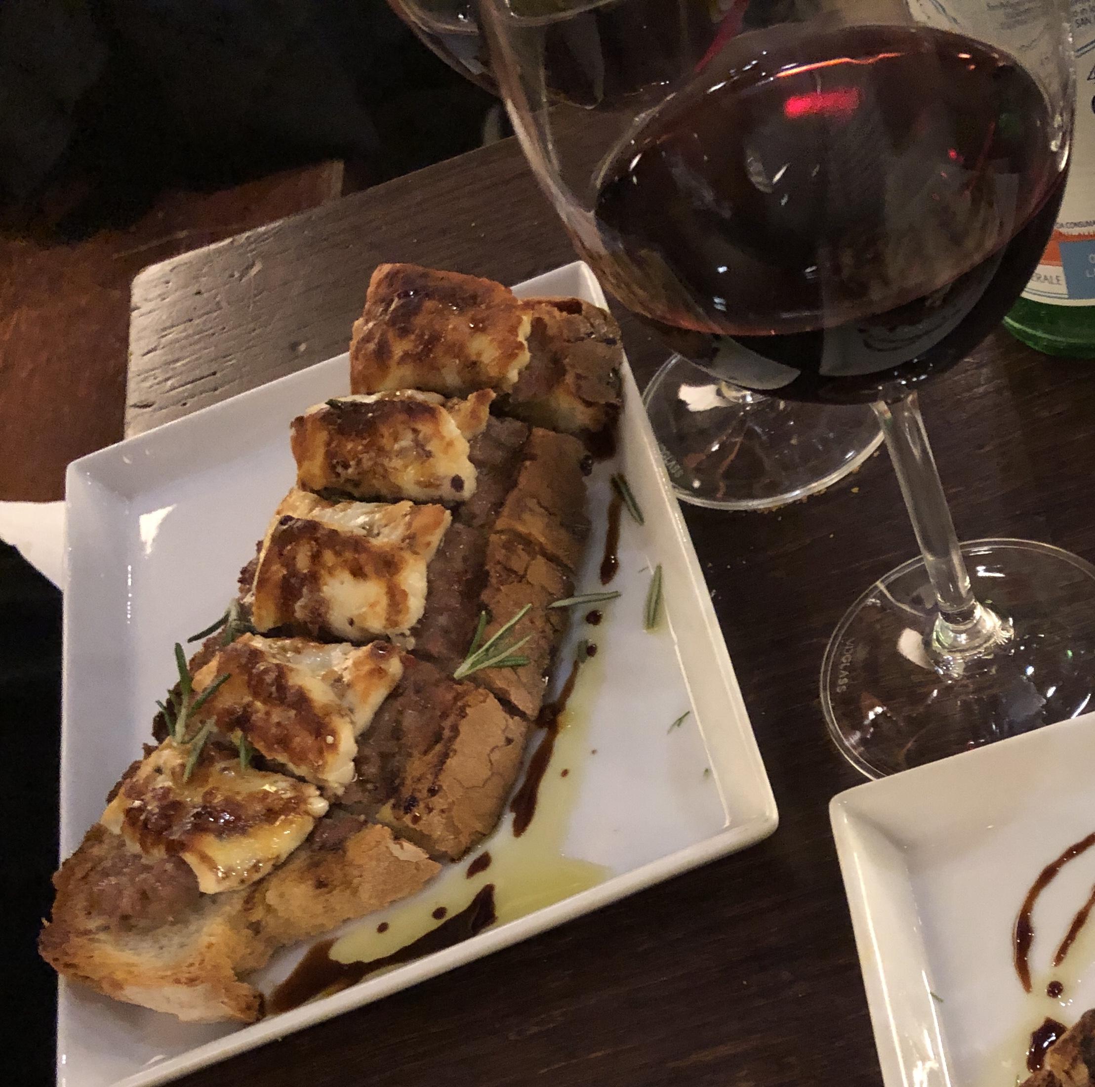 Crostini and wine at Il Santino